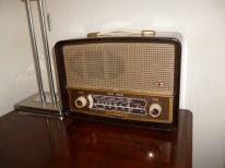 1955 Ekco U245 valve radio