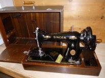 Singer sewing machine, hand powered