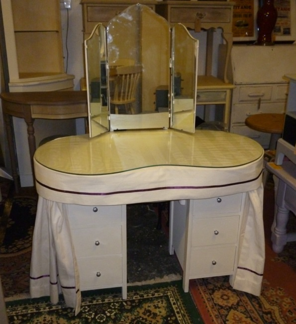 Kidney Shaped Dressing Table in Annie Sloan Old White