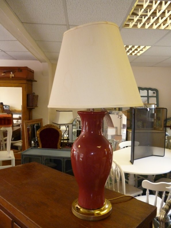 Burgundy ginger jar lamp