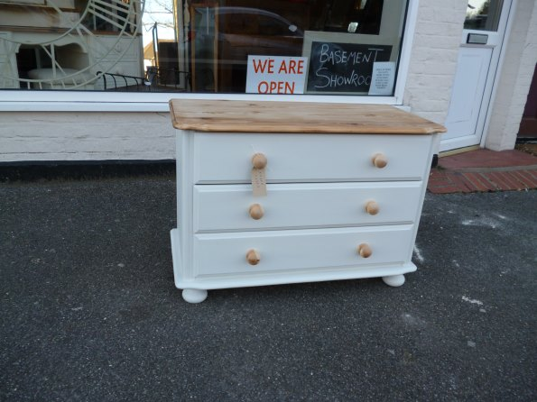 Pine 3 drawer chest of drawers in Old White